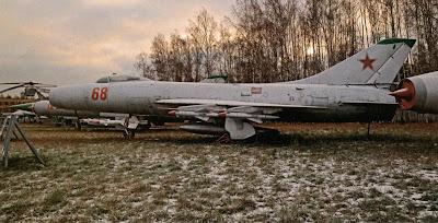 Перехватчик Су-9, вид сбоку.