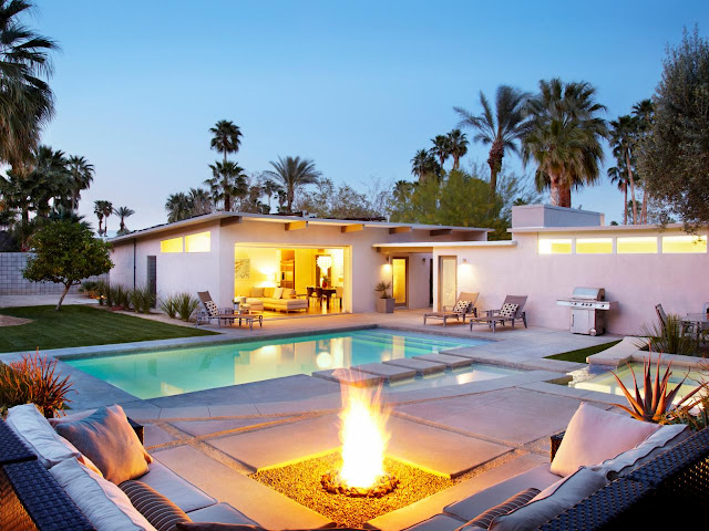 Liven up the Backyard With a Fire Pit