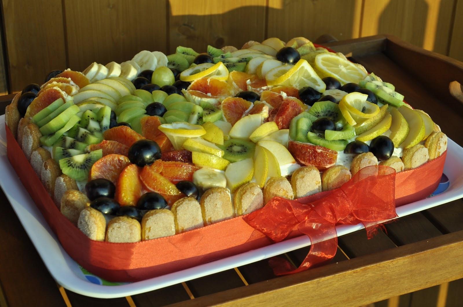 I dolci di flori torta fantasia di frutta - Decorazioni con frutta essiccata ...