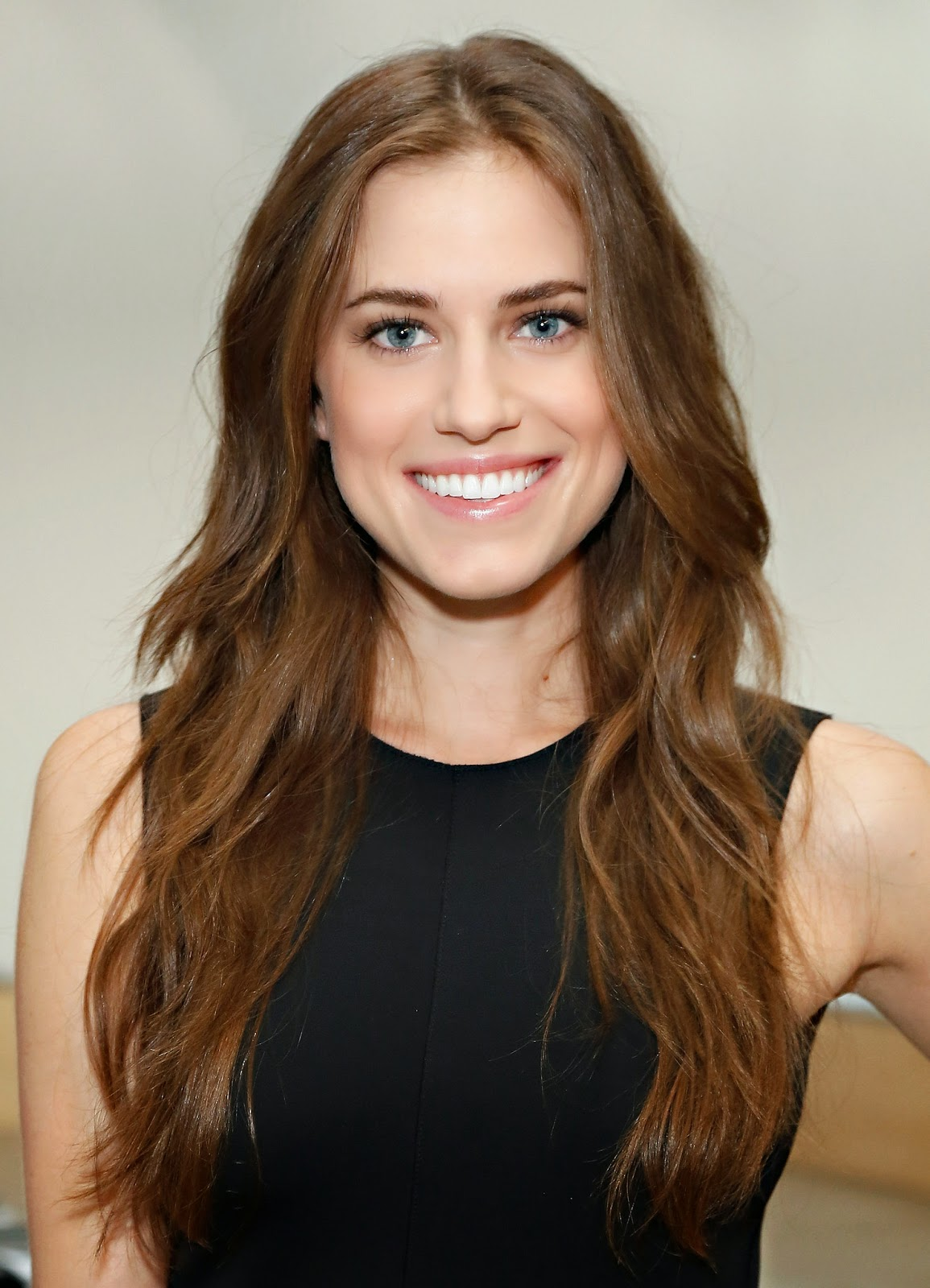 http://www.popsugar.com/beauty/photo-gallery/31582679/image/31757334/Allison-Williams-Reed-Krakoff-Spring-2014