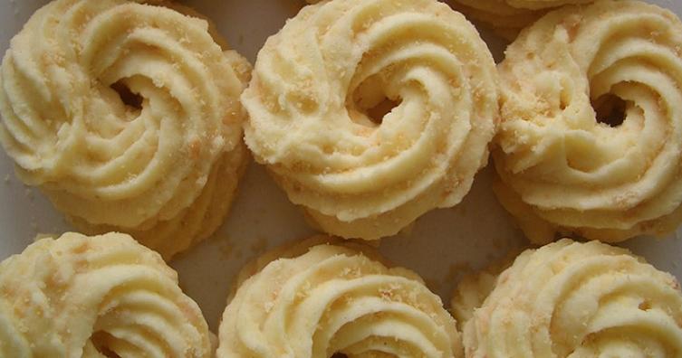 cara membuat kue sagu keju.png