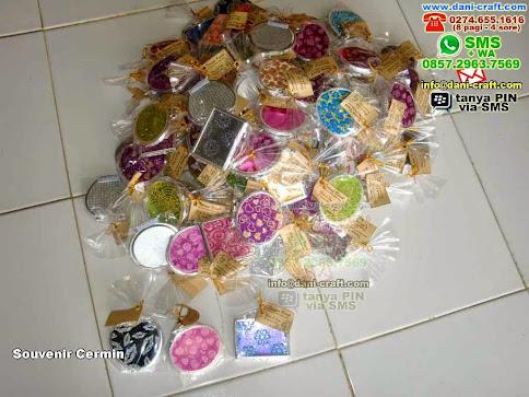 Souvenir Cermin Kaca Padang