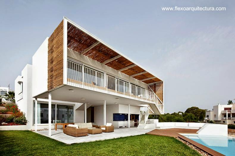 Contrafachada de residencia contemporánea en Mallorca