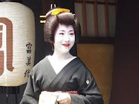 新芸姑さんの真咲さん、笑顔が好い・・・。