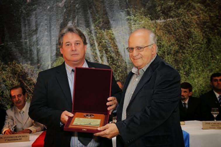 Presidente da FESO, o Dr. Antonio Luiz da Silva Laginestra recebeu a Medalha George March