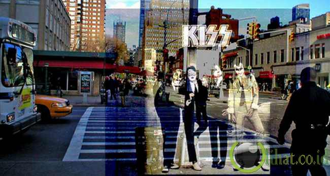 Kiss - 'DRESSED TO KILL'