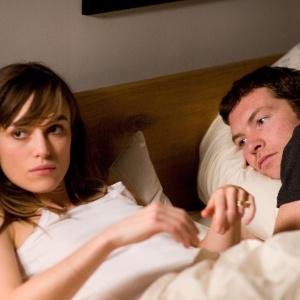 """Keira Knightley e Sam Worthington em cena de """"Apenas uma Noite"""""""