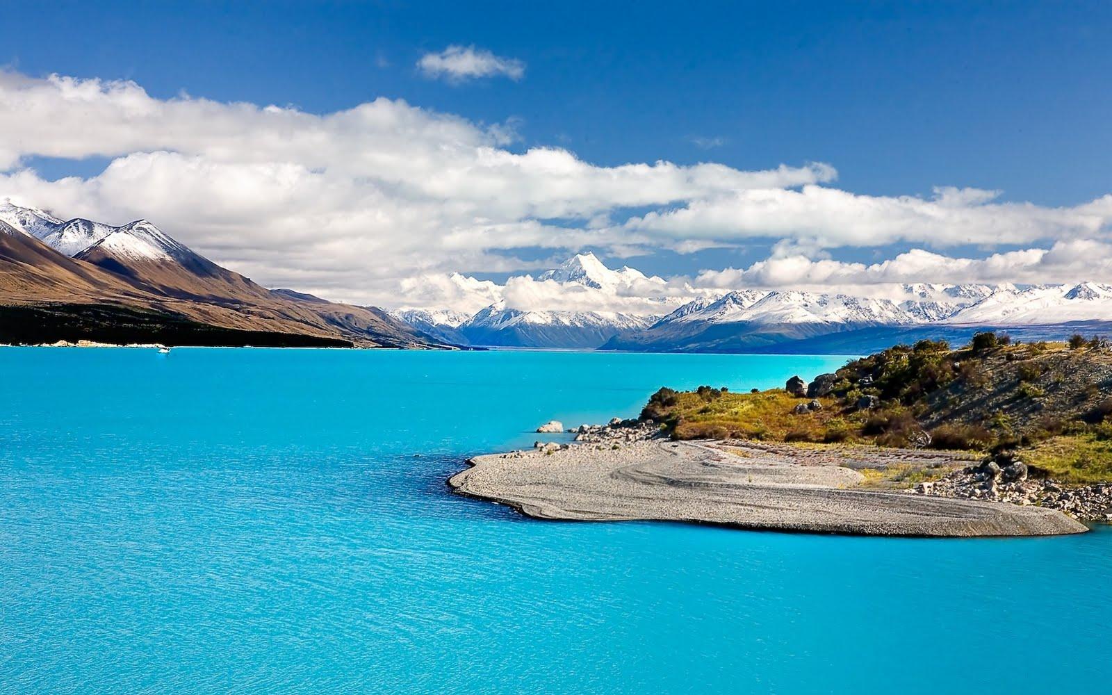 Mar azul celeste