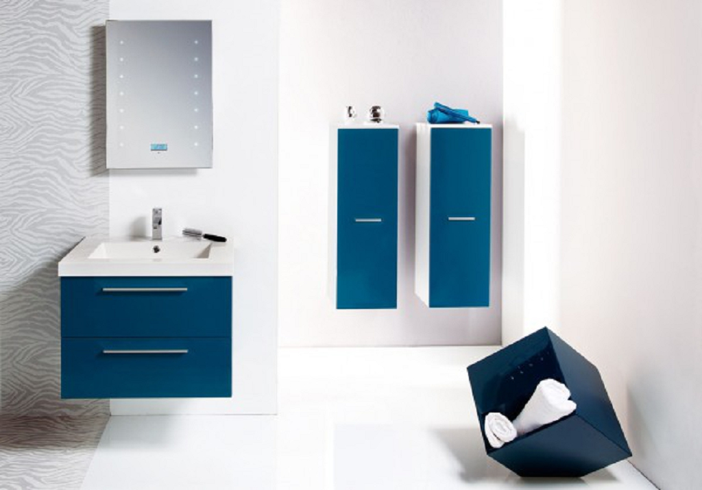 Decoracion De Baño En Azul: la cortina de la ducha e incluso las toallas todos se visten de azul