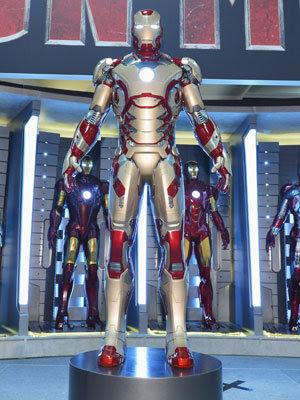 """Iron Man yang dipakai Tony Stark dalam film terbaru """"Iron Man 3 ..."""