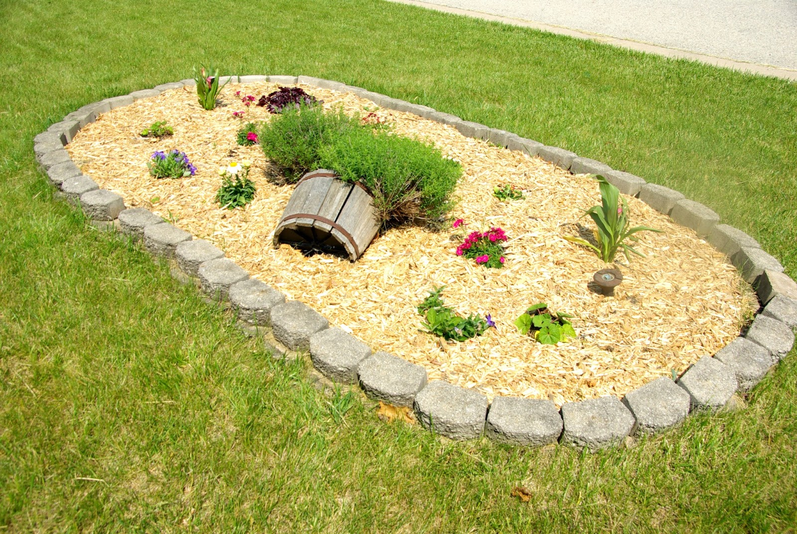 Updating front yard planter our house now a home for Yard planter ideas