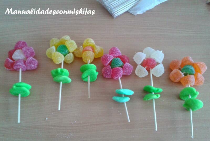 Manualidades con mis hijas flor de gominolas y gracias - Manualidades con gominolas ...