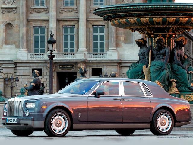 "<img src=""http://1.bp.blogspot.com/-i39UqtFtx3s/UtQOwwRo4wI/AAAAAAAAHz8/mhLjvDrZnW8/s1600/rolls-royce--phanton-2003.jpeg"" alt=""Rolls Royce wallpapers"" />"