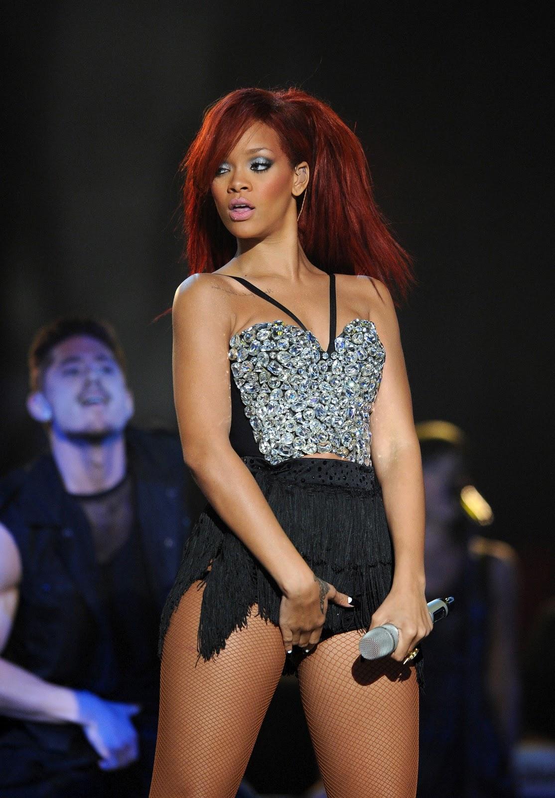 http://1.bp.blogspot.com/-i3F0RdXkn8o/TWWFGlByycI/AAAAAAAACEc/QlXPVf49w0w/s1600/Rihanna-54.jpg