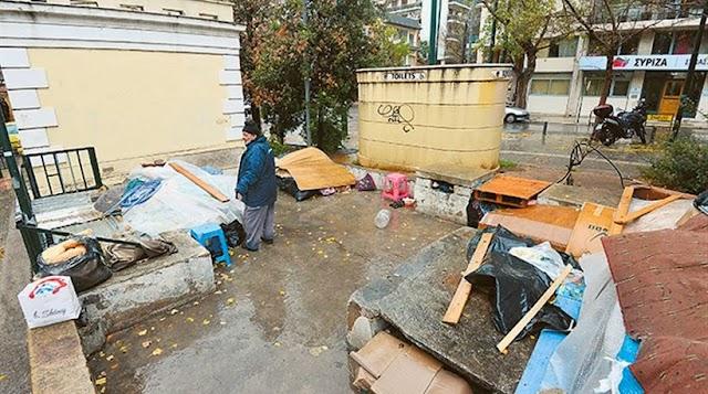 Οι άστεγοι της Κουμουνδούρου ξεμπροστιάζουν το ΣΥΡΙΖΑ...«Ποιος ΣΥΡΙΖΑ; ούτε τσιγάρο δεν μας έδωσαν και προσπάθησαν να μας διώξουν»