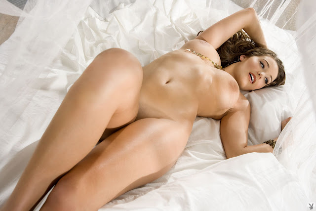 Christine Veronica Nude with White Sheets indianudesi.com
