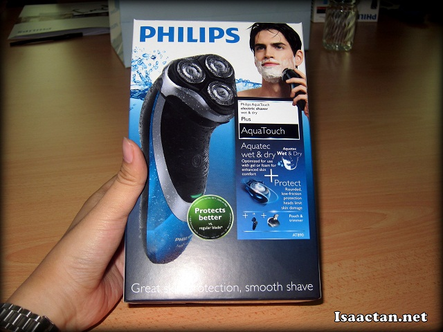 Holding the Philips Aquatouch AT890 box for the first time in my hands