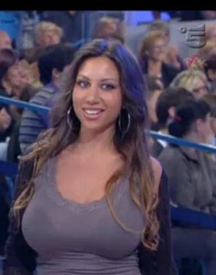 Angelica Alba sexy su facebook