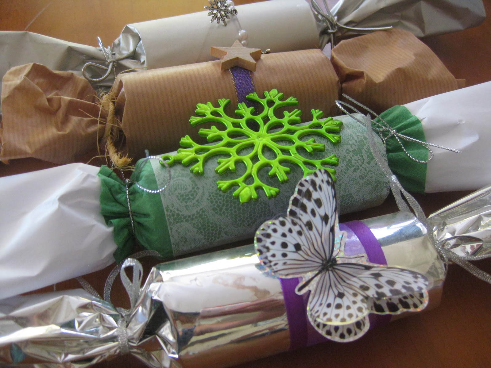 Tips for making your own christmas crackers or bon bons solutioingenieria Choice Image