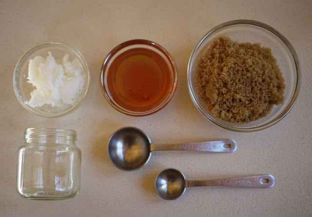 DIY lip scrub honey