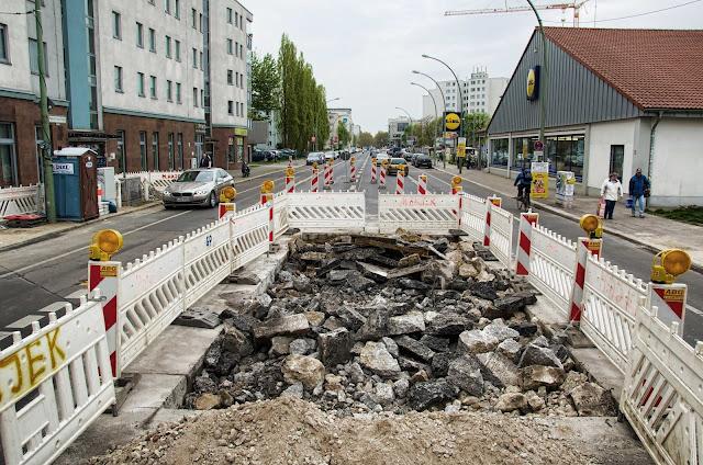 Baustelle Straßenbauarbeiten, Heinrich-Heine-Straße 62, 10179 Berlin, 11.04.2014