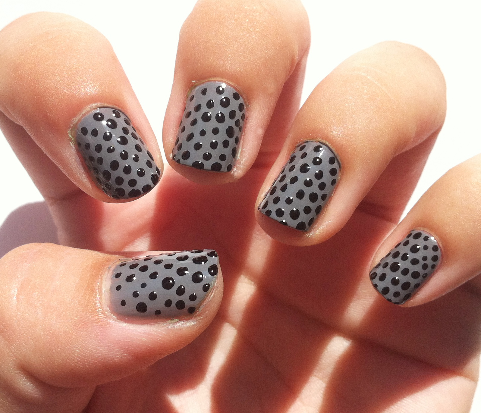 Дизайн ногтей черно серый