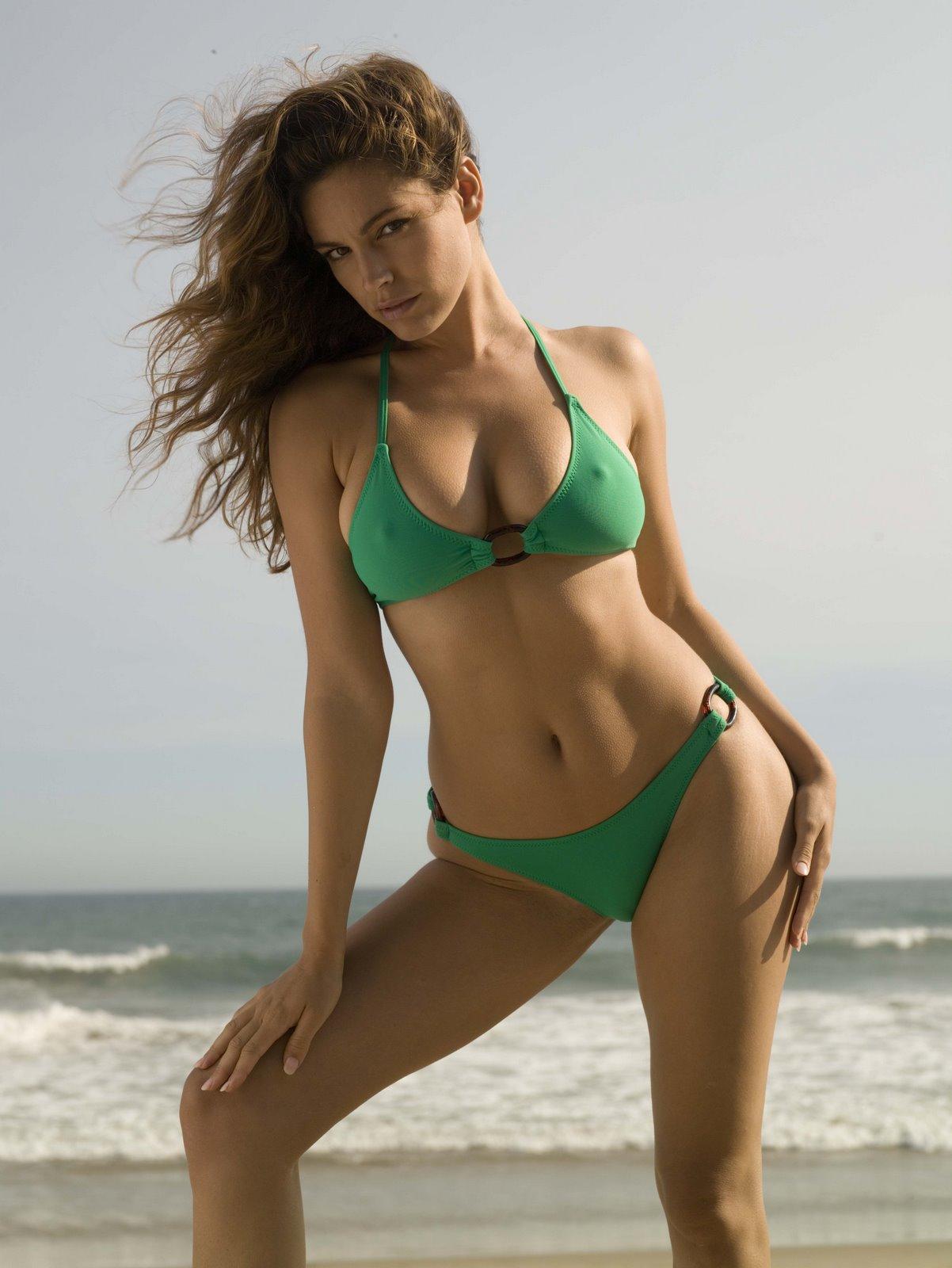 http://1.bp.blogspot.com/-i55gmV-m-f0/ThH7rSnfT1I/AAAAAAAAAPI/cLBPb84nyvY/s1600/kelly-brook-bikini-18.jpg