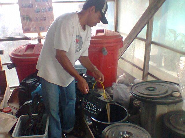 Memilah limbah cair makanan dan cucian