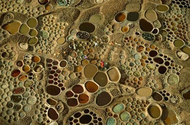 kerja menghasilkan garam di Teguidda-n-Tessoumt, Niger