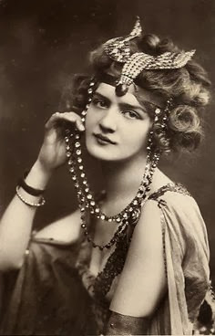 Miss Lily Elsie - c. 1907 - 'The Merry Widow'