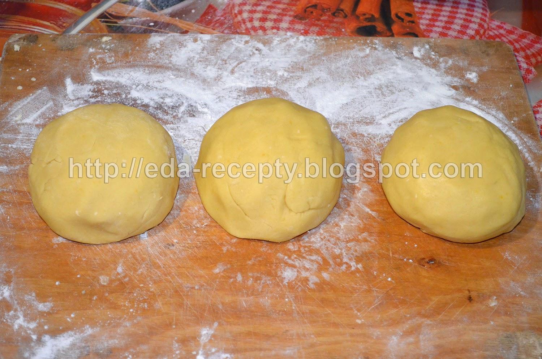 Торт Сникерс: тесто разделить на 3 части