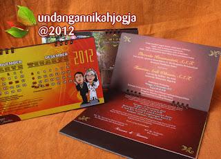 undangan pernikahan juga bisa dimanfaatkan untuk kalender meja