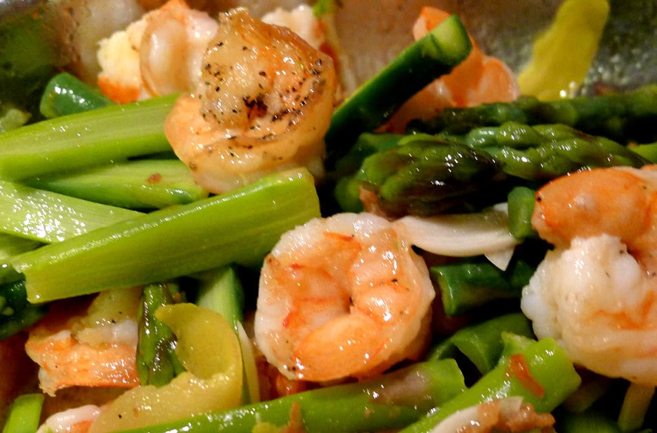 My Sweet Life: garlicky shrimps with asparagus & lemon