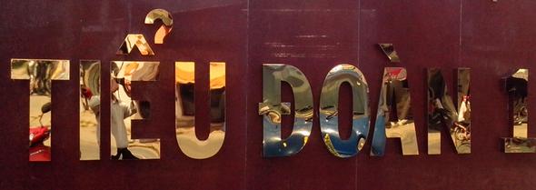 Bảng hiệu quảng cáo Inox vàng đồng ở Đà Nẵng