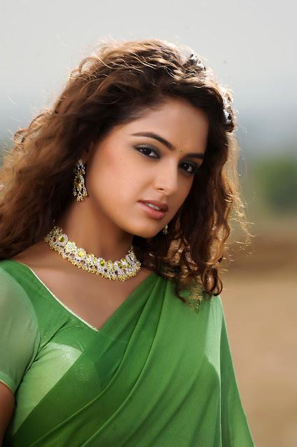 Asmita Sood cleavage