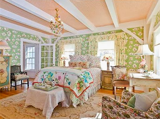 Kirstie Alley's bedroom, Quintessential shabby chic