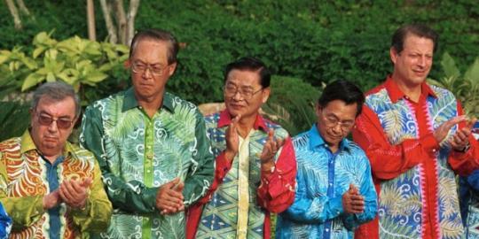 Soal persaingan batik antara indonesia dan malaysia cukup panas