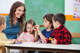 Piso salarial dos professores passa a ser de R$ 2.135