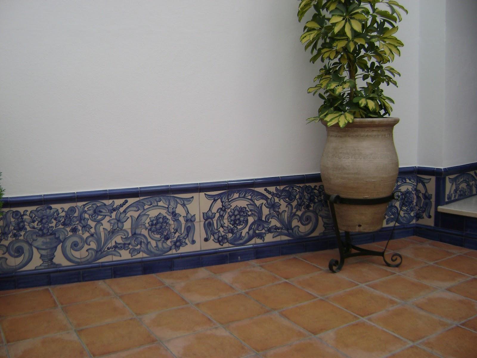 La callejuela patio ba o y escalera azulejos hechos a mano for Patio de los azulejos