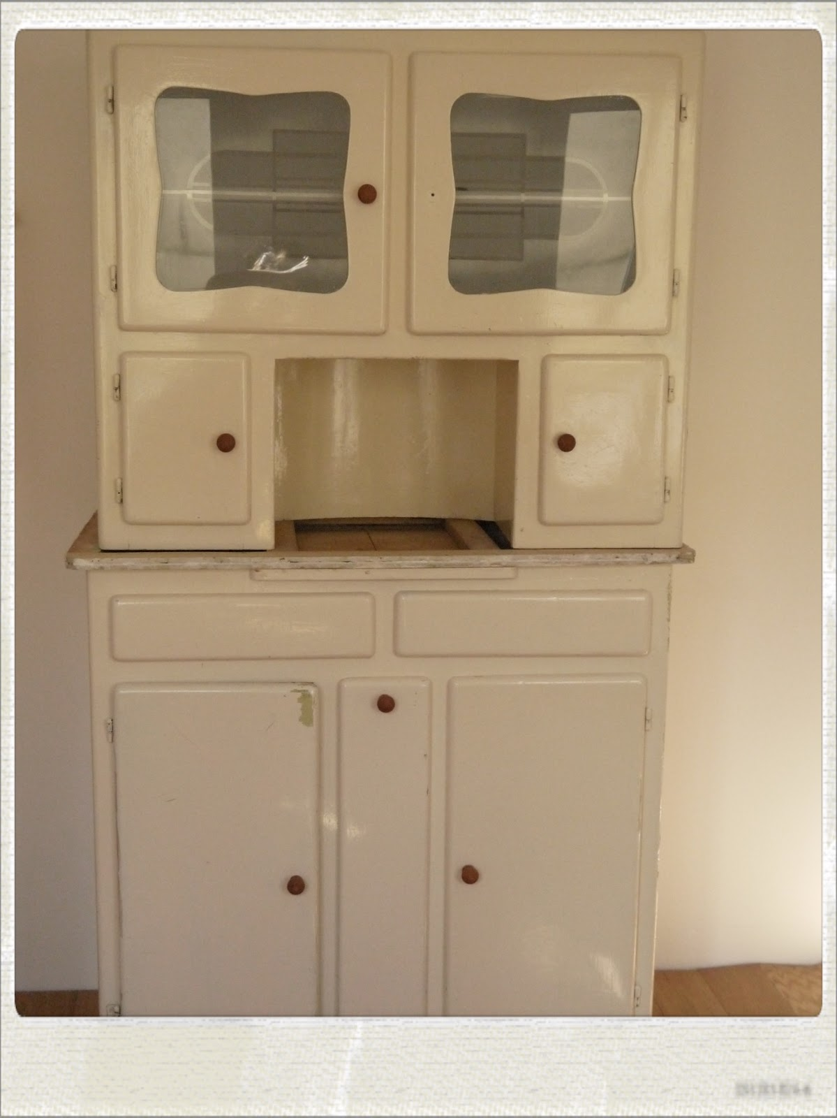 relooker un buffet ann e 50 diy tape 1. Black Bedroom Furniture Sets. Home Design Ideas