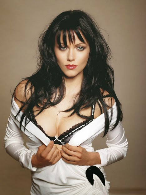 yana gupta hot cleavage hd wallpapers
