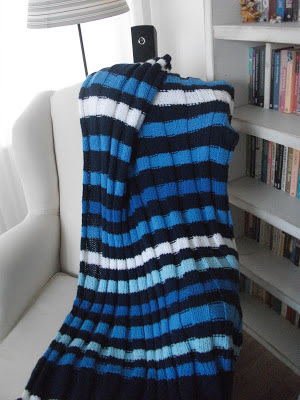 mavi örgü battaniye