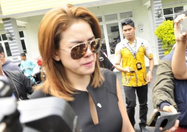 Pelakon Jelita Dicekup Ketika Telanjang Bulat
