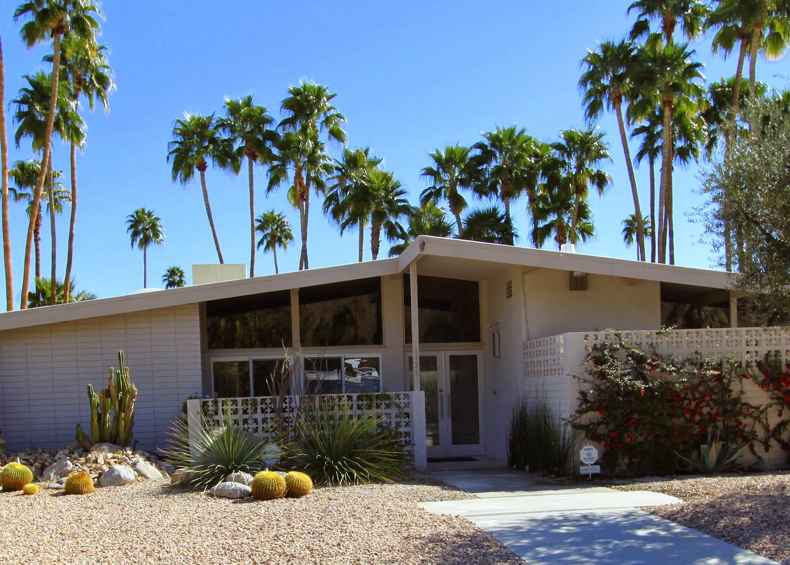 Walking tour of celebrity homes in palm springs