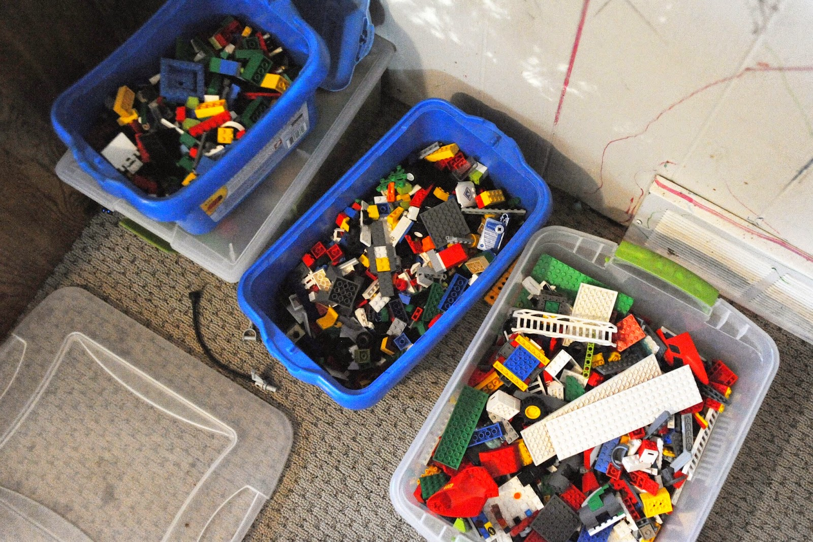 Gunakan 3 Jenis Tempat Ini Untuk Menyimpan Lego