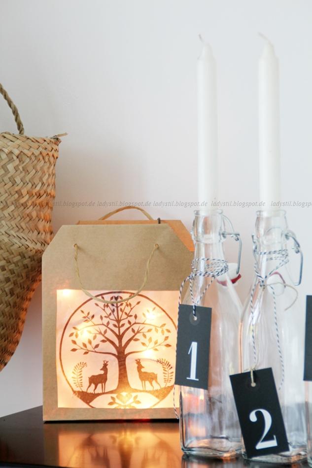 DIY aus einer Papiertüte und einer Serviette mit Lichterkette,