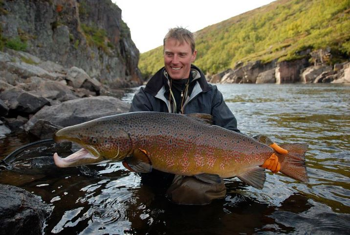 Fly fish addiction monster brown trout alert patagonia for Patagonia fly fishing