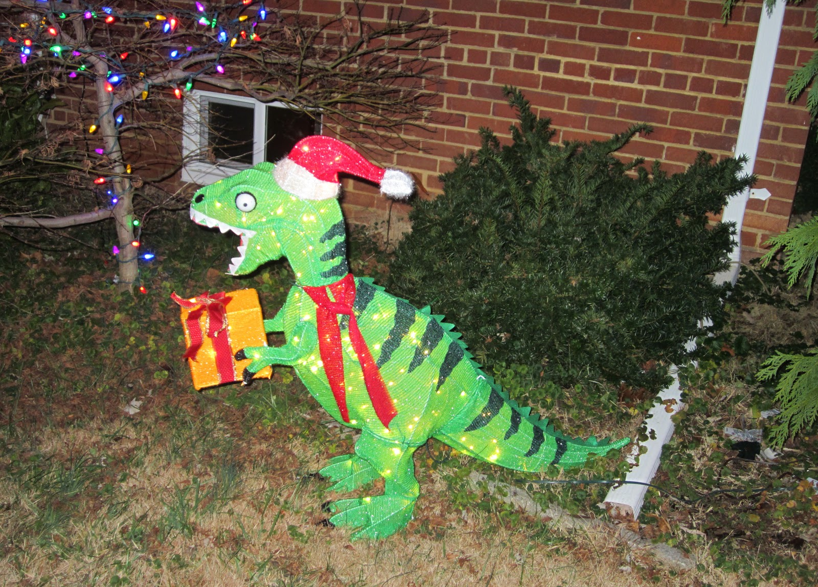 Dinosaur Lawn Decorations The Annandale Blog Some Annandale Residents Have Gone All Out On
