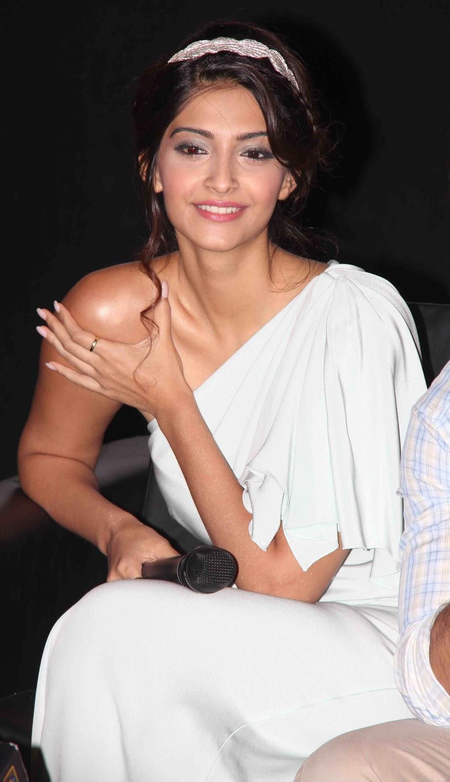 High Quality Bollywood Celebrity Pictures: Sonam Kapoor ...
