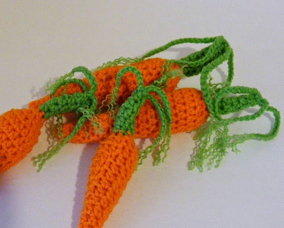 https://www.etsy.com/listing/180401385/crochet-carrots-newborn-photographer?ref=related-0